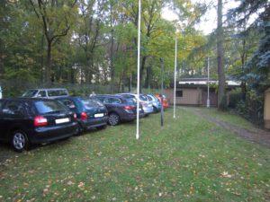 Parkplätze auf dem Gelände
