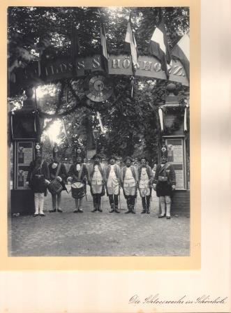 Schlosswache, Tor